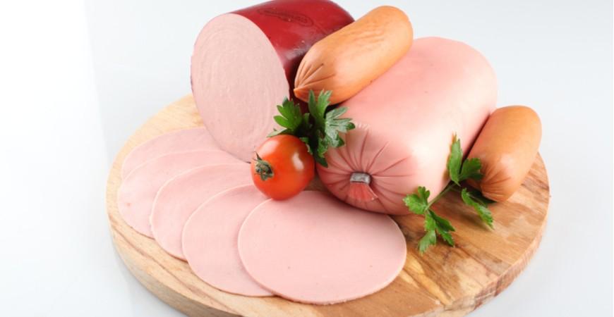 Servelat av kylling , kalkun og svin ca 10% fett